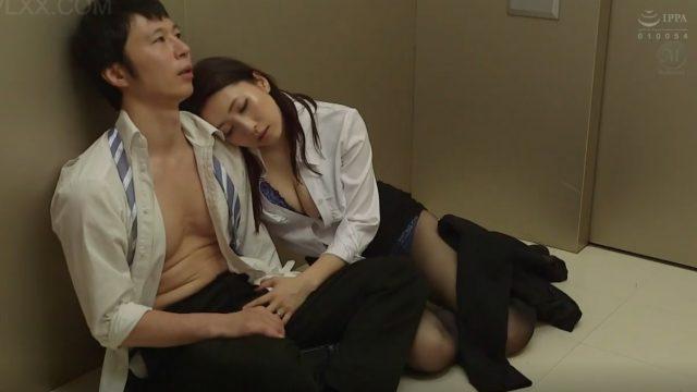 Vietsub kẹt thang máy cùng em trưởng phòng Hikari Kisaki